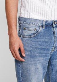 Carhartt WIP - NEWEL PANT MAITLAND - Džíny Relaxed Fit - blue worn bleached - 3
