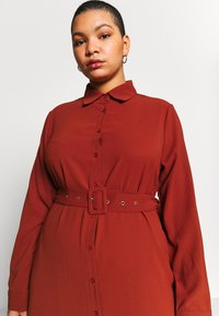 Missguided Plus - BELTED PAISLEY PRINT DRESS - Maxikleid - chocolate brown - 3