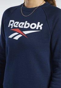 Reebok Classic - CLASSICS VECTOR CREW SWEATSHIRT - Bluza - blue - 4