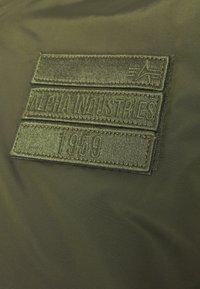 Alpha Industries - REVERSIBLE TEDDY - Bomber Jacket - dark green - 2