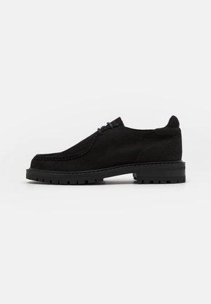 JAZ LOW TOP - Šněrovací boty - black