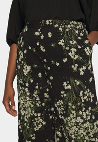 CAPSULE by Simply Be - WIDE LEG TROUSERS PRINTED - Trousers - black/green - 4