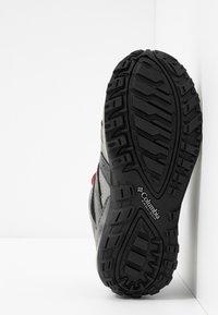 Columbia - YOUTH REDMOND WATERPROOF - Hiking shoes - black - 5