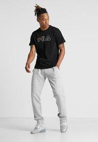Fila - PAUL TEE - Print T-shirt - black - 1