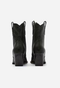 Kennel + Schmenger - LUNA - Cowboy/biker ankle boot - bottiglia - 3