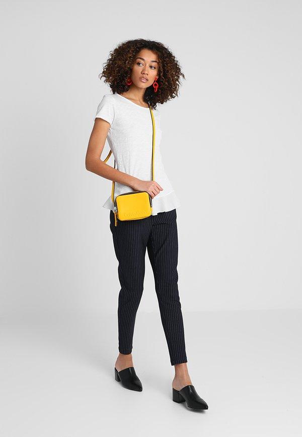 Rich & Royal SLUB PEPLUM - T-shirt z nadrukiem - white Kolor jednolity Odzież Damska PMXP ZO 8
