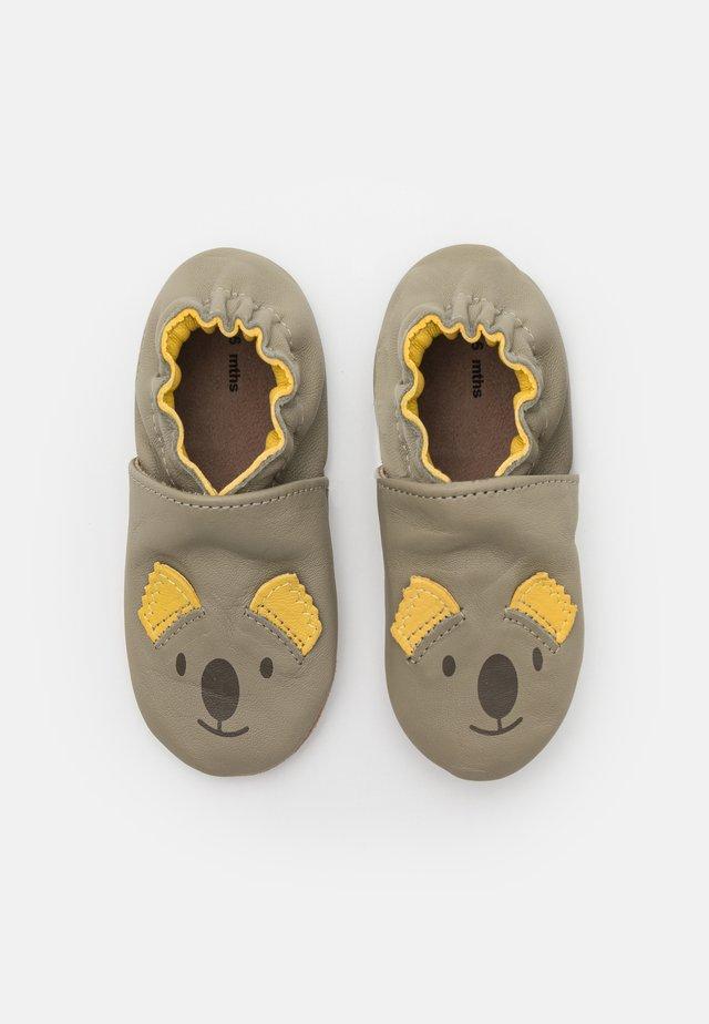 SWEETY KOALA UNISEX - Scarpe neonato - kaki