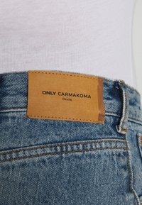 ONLY Carmakoma - CARINC ROBYN LIFE - Straight leg jeans - light blue denim - 4