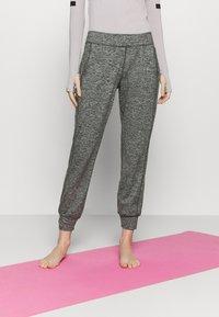 Sweaty Betty - GARY YOGA TROUSERS - Pantalones deportivos - black - 0