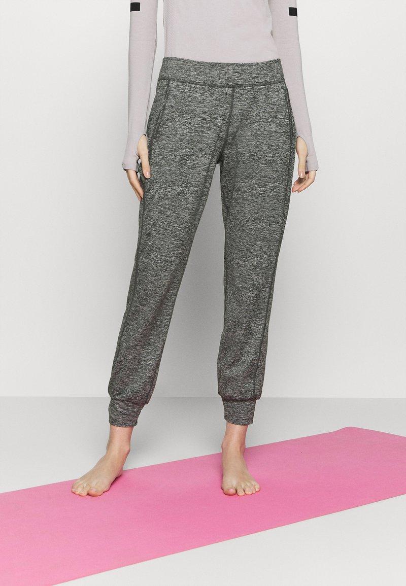 Sweaty Betty - GARY YOGA TROUSERS - Pantalones deportivos - black