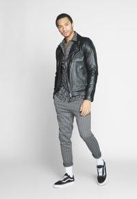 Only & Sons - ONSDESMOND - Tracksuit bottoms - griffin/black - 1