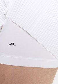 J.LINDEBERG - SAGA PLEATED GOLF SKIRT 2-IN-1 - Sports skirt - white - 3