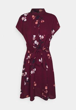 VMHALLIE TIE SHORT DRESS - Shirt dress - dark red