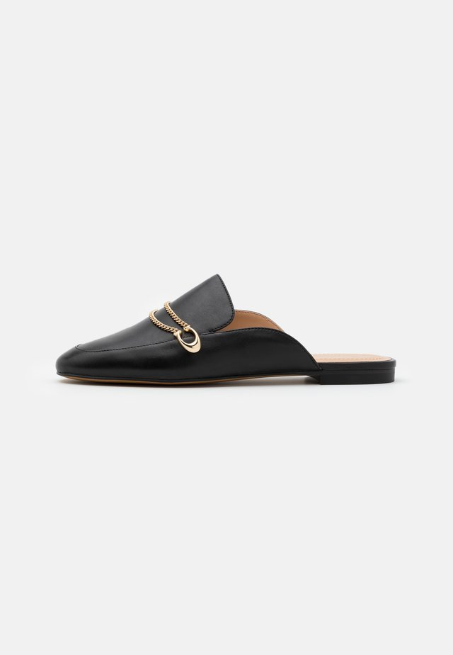 SAWYER SLIDE LOAFER - Sandalias planas - black