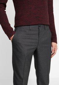 Selected Homme - SLHSLIM KENT PANTS - Kalhoty - dark grey - 5