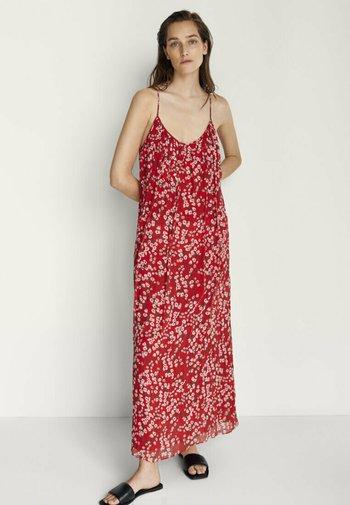 MIT BLUMENPRINT - Maxi dress - red