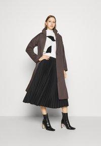 Bruuns Bazaar - SALLIE JEZZE COAT - Klassinen takki - earth brown - 1