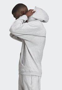 adidas Originals - HOODIE - Hoodie - grey - 3