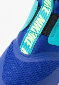 Nike Performance - FLEX RUNNER - Hardloopschoenen neutraal - hyper blue/ghost green/oracle aqua/black - 2