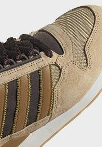 adidas Originals - ZX 500 UNISEX - Trainers - hazy beige mesa brown - 8