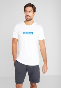 Reebok - ELEMENTS SPORT SHORT SLEEVE GRAPHIC TEE - Camiseta estampada - white - 0