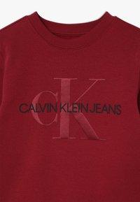 Calvin Klein Jeans - MONOGRAM CREW - Sweater - red - 3