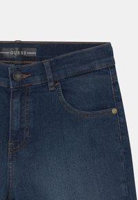 Guess - CORE JUNIOR  - Jeans Short / cowboy shorts - middle blue wash - 2