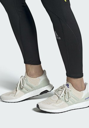 ULTRABOOST 6.0 DNA W - Zapatillas - white