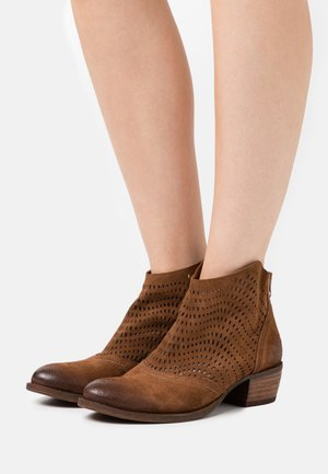 DRESA - Ankle boots - marvin brown