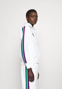 Polo Ralph Lauren - SEASONAL - Mikina na zip - classic oxford white - 3
