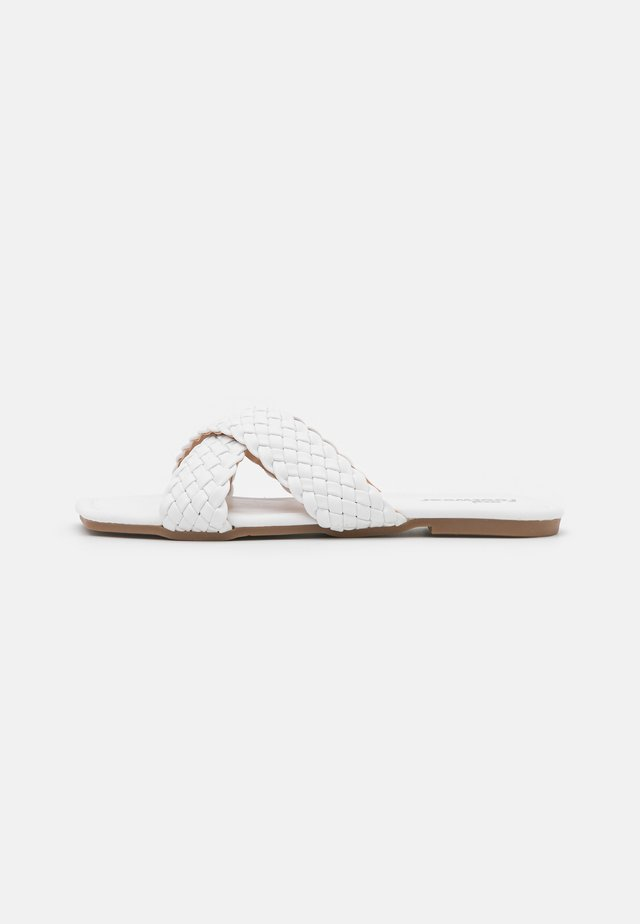 VEGAN ANKA BRAIDED SLIDERS - Mules - white