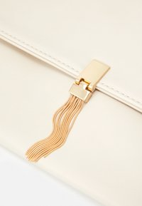 Forever New - VICTORIA OVERSIZED ENVELOP - Clutch - white - 4