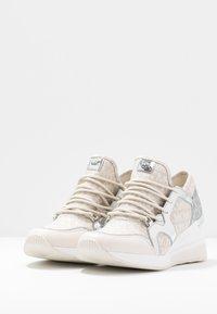 MICHAEL Michael Kors - LIV TRAINER - Sneakers - natural - 4