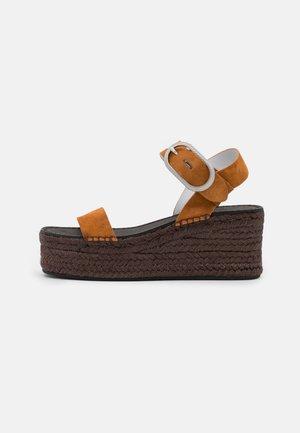 ANSLEY BUCKLE  - Platform sandals - cognac