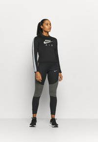 Nike Performance - RUN EPIC  - Collants - black/newsprint/reflect black - 1