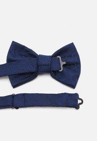 Burton Menswear London - PAISLEY BOWTIE AND HANKIE SET - Motýlek - navy - 4