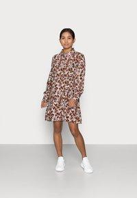 Pieces Petite - PCFRIDINEN DRESS - Shirt dress - mocha bisque - 0