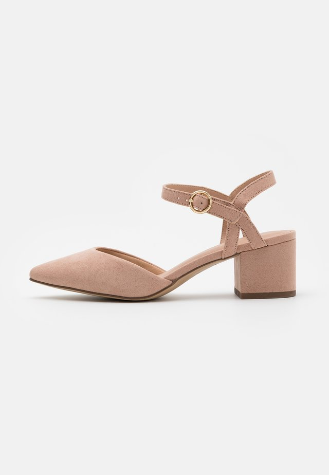 WIDE FIT SAMIRA - Tacones - nude