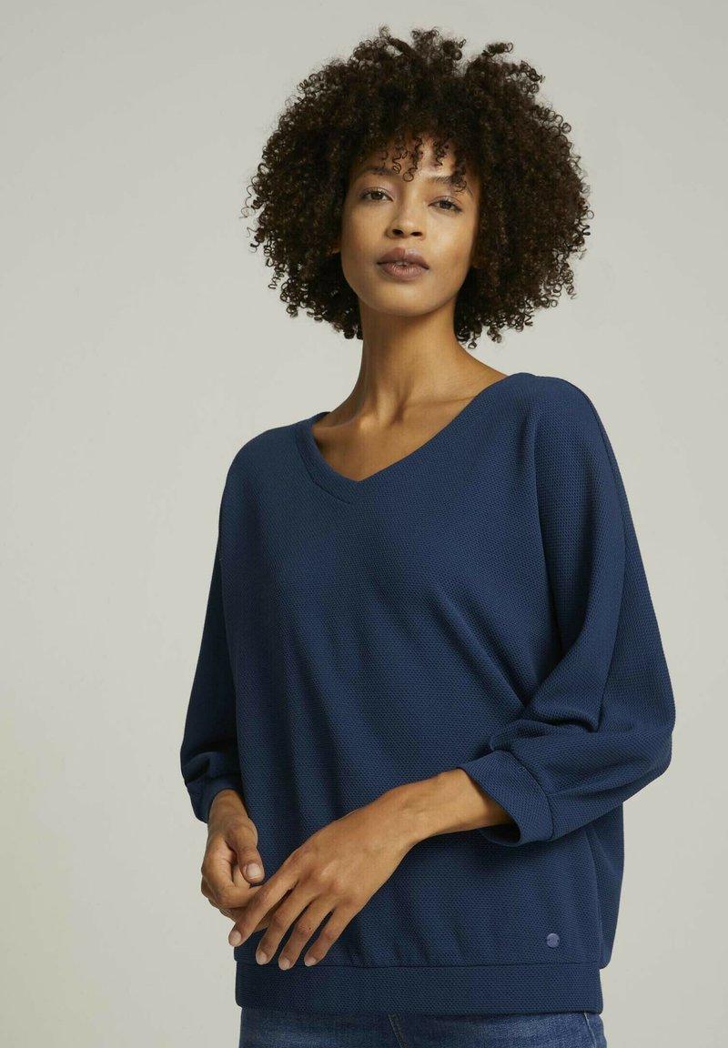 TOM TAILOR - LOOSE MIT STRUKTUR - T-shirt à manches longues - denim blue