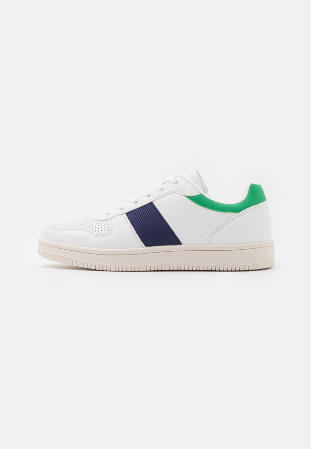 WIDE FIT ALBA RETRO - Trainers - white/green/navy/multicolor