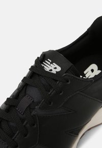 New Balance - WS327 - Trainers - black - 8
