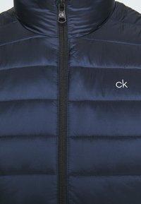Calvin Klein - LIGHT WEIGHT SIDE LOGO VEST - Väst - blue - 7