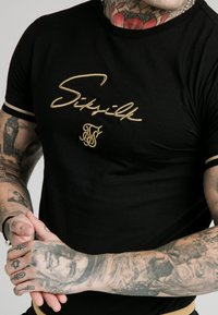 SIKSILK - SIGNATURE TEE - Print T-shirt - black/gold - 4