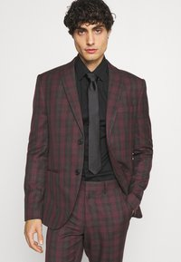 Isaac Dewhirst - SINGLE BREASTED TARTEN SUIT SET - Completo - red - 6