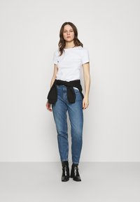 Calvin Klein Jeans - MICRO BRANDING OFF PLACED TEE - T-shirts - bright white - 1