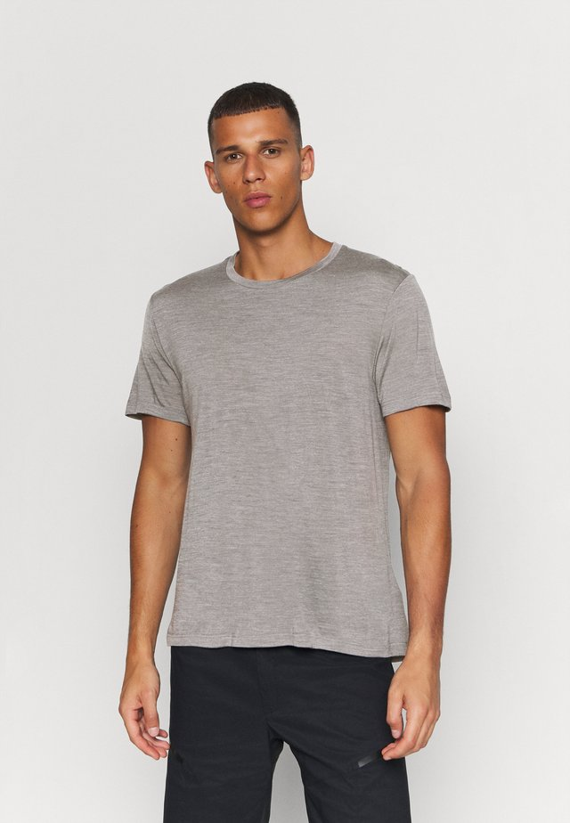 ACTIVIST TEE - T-shirt basique - soft grey