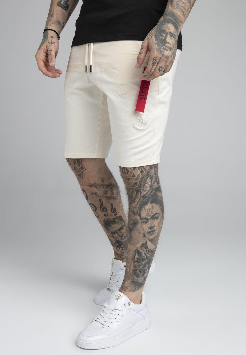 SIKSILK - PANEL FLIGHT SHORT - Shorts - ecru