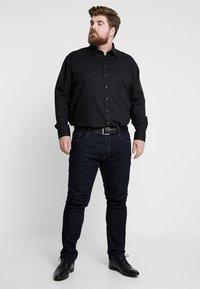 Seidensticker - MODERN FIT KENT - Shirt - black - 1