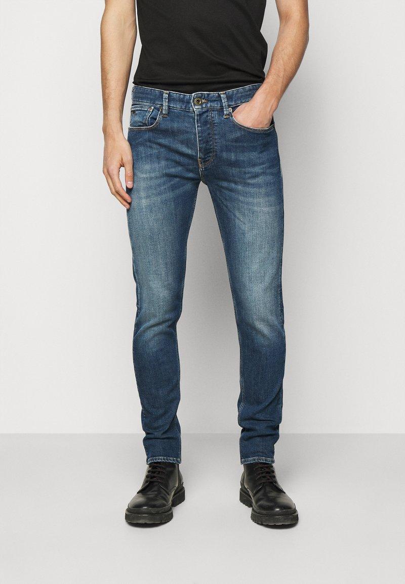 Emporio Armani - POCKETS PANT - Slim fit -farkut - blue denim