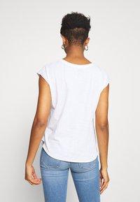 Leon & Harper - TOVOU PEARL - Print T-shirt - white - 2